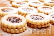 Домашни слепени маслени сладки / бисквитки с мармалад от череши  и пудра захар